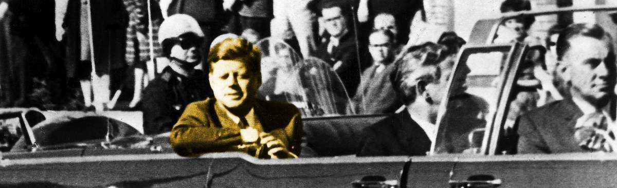 John F Kennedy strax före de dödande skotten i Dallas 22 november 1963.