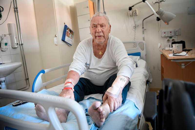 88-åringen har inte kunnat lämna sin lägenhet sedan förra sommaren.