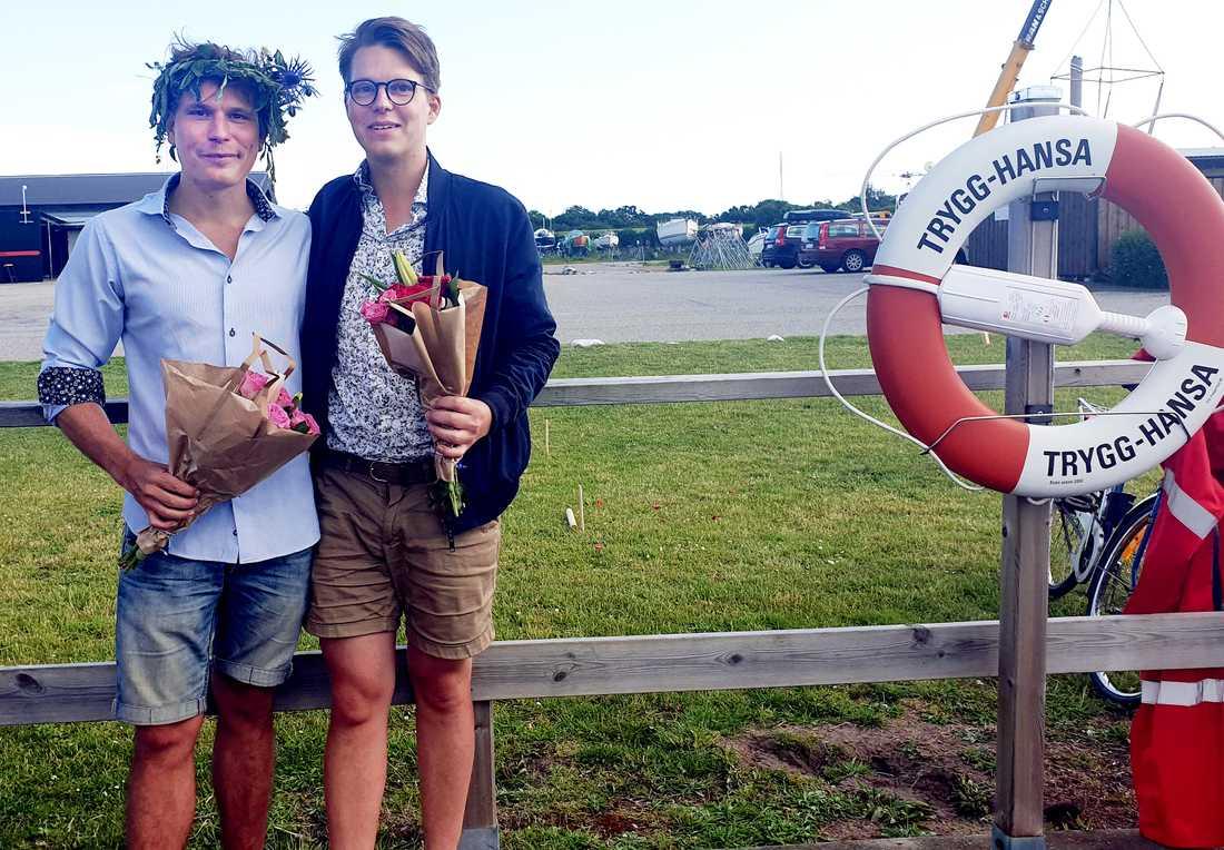 Gustaf Lundström och Max Åkerberg hyllades i går för sina insatser av paret som de räddade.