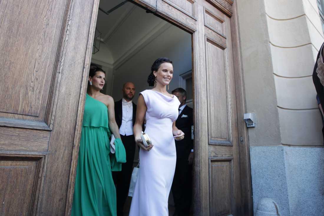 Sofia Hellqvist anlände utan sin prins.