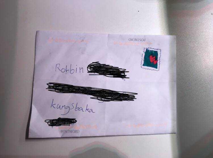 Postnord såg inte det ditmålade frimärket.