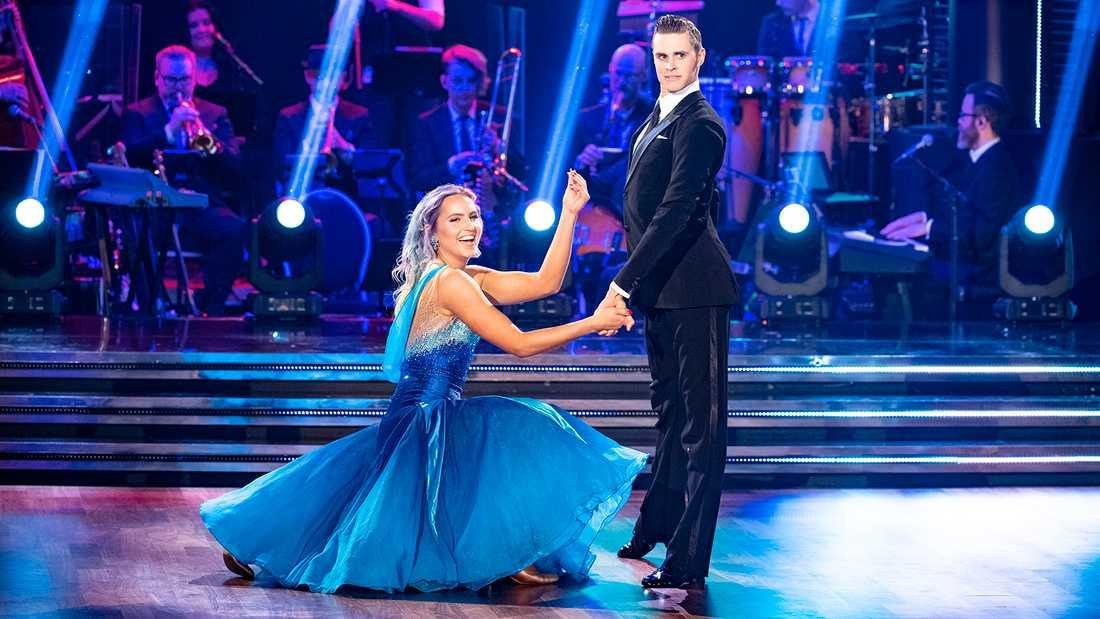 "Linnea Claeson är kvar i ""Let's dance""."