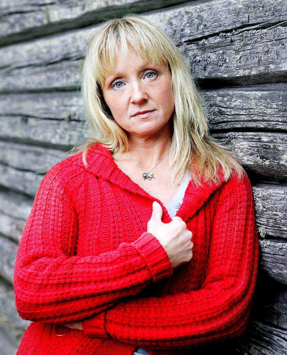 """""""Han kommer att straffa mig""""  Susanne Brännemos liv blev ett rent helvete efter att mannen började förfölja henne. I dag orkar hon knappt träffa människor. """" Jag vill inte leva ensam hela livet, men vem vill ha mig – jag är bara ett tomt skal"""", säger hon."""