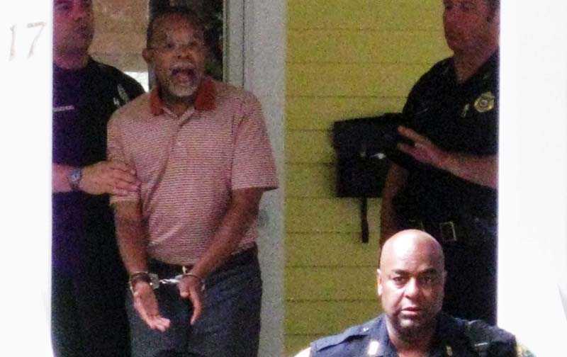 En granne tog denna bild på gripandet av professor Henry Louis Gates Jr. President Obama anser att polisen agerat på felaktiga grunder.