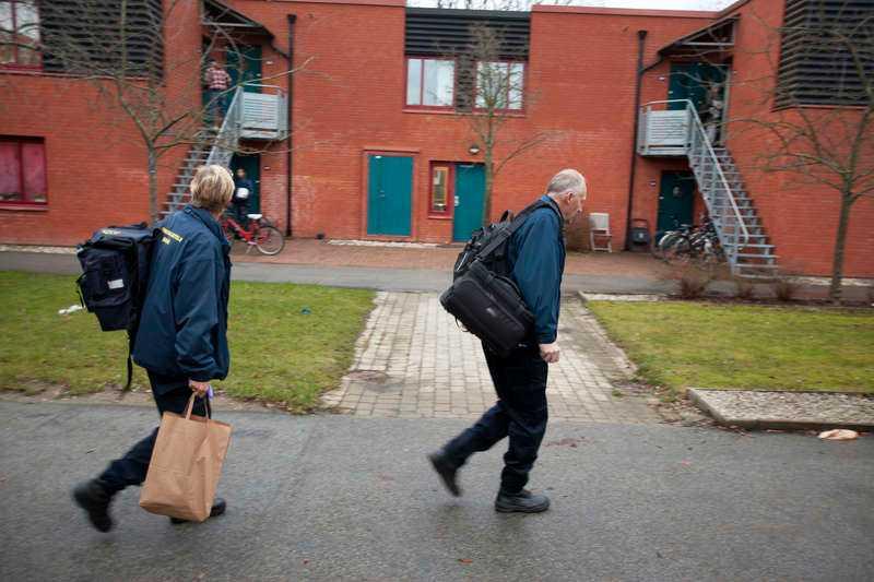 Här dog pappan. Klockan 22.40 på julafton larmades polisen i Lund. I vad som ska ha varit ett familjedrama misstänks den 26-årige mannen ha skjutit sin far till döds på julafton utanför eller i sonens studentbostad. Pappan, en man i 50-årsåldern, var forskare vid Lunds universitet.