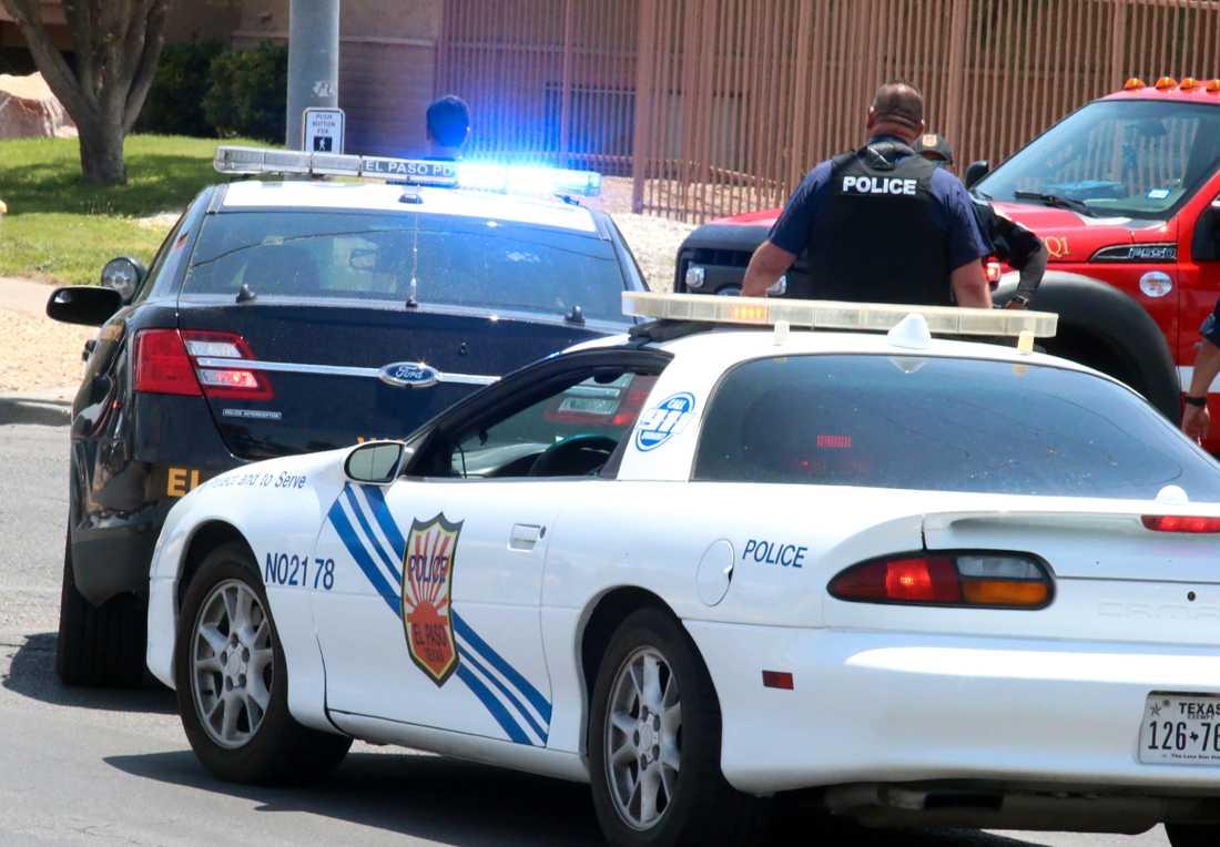 Polis nära köpcentret där masskjutningen inträdffad i El Paso, Texas.