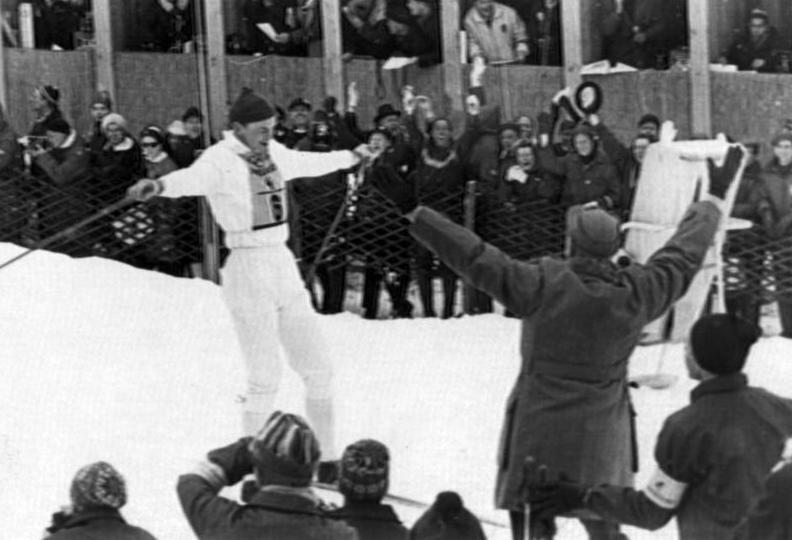 Klassiskt ögonblick. Assar och Sverige går i mål som segrare i OS-stafetten 1964.