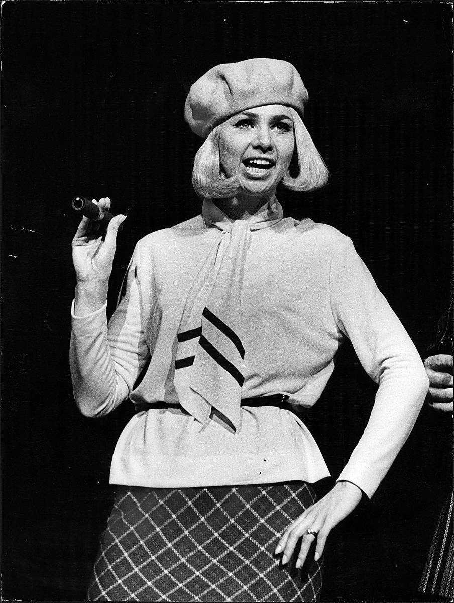 Anita Lindblom var en av sin tids största sångerskor med inte mindre än 27 låtar på Svensktoppen. Hon var under en period gift med boxaren Bosse Högberg. Bilden är från 1968.