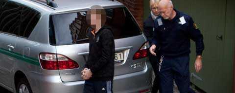På väg in till rätten I november slog tingsrätten fast att 15-åringen är skyldig till mordet på sin äldre syster Lottie.