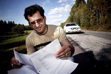 hål i vägen Arben Tmavas körde ner i ett hål i vägen. Vägverket fick betala skadorna.