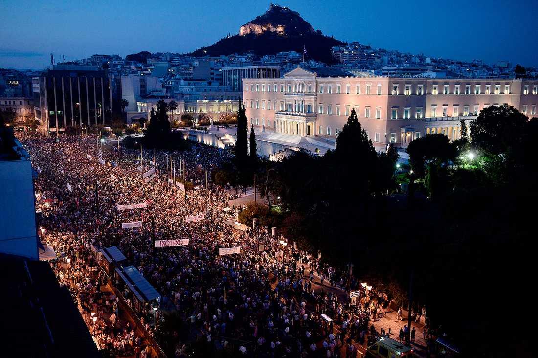 Stora demonstrationer i Aten på måndagskvällen.
