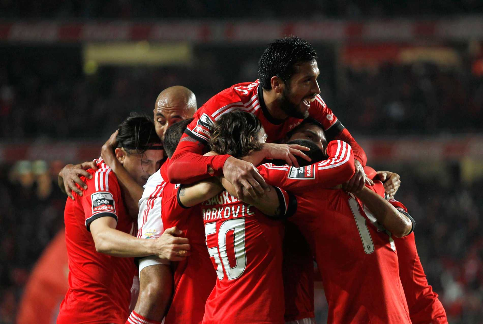 Till final Benfica stormar fram på alla fronter.