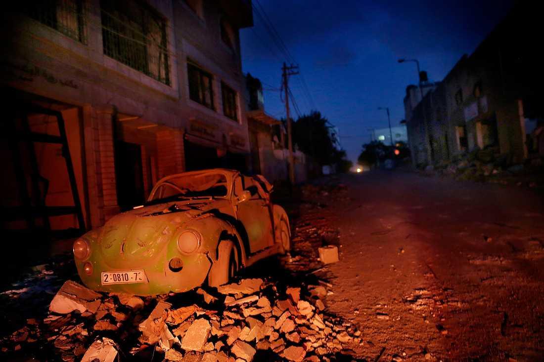 Gaza City är en belägrad stad efter flera dagar med bombanfall. Många gator är helt öde och få människor vågar sig ut.