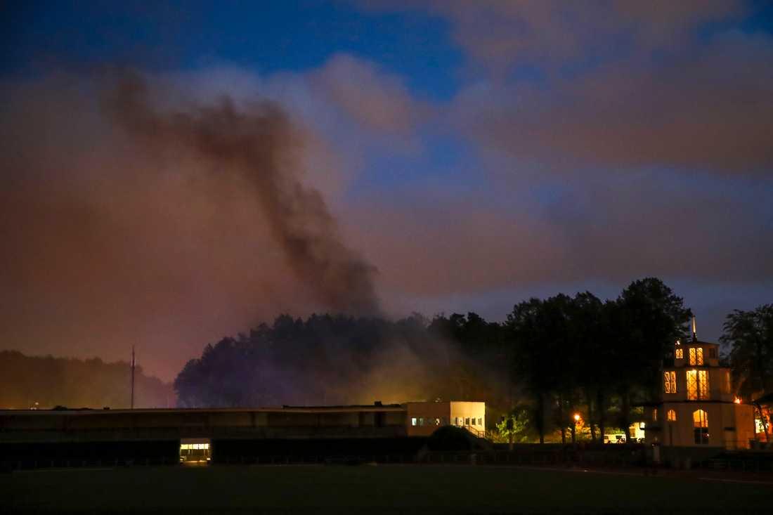 Spridningen av branden i byggnaden är omfattande, enligt räddningstjänsten.