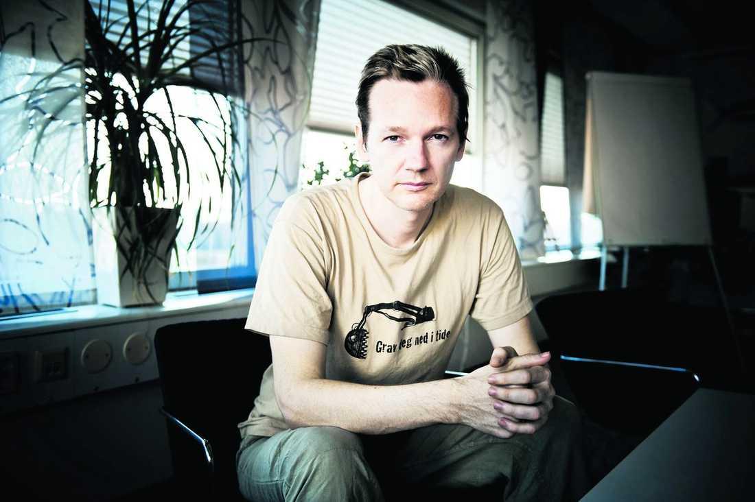 Wikileaks grundare Julian Assange utreds nu för ofredande. Det handlar inte om något sexbrott, utan enligt uppgifter till Aftonbladet ska han ha stannat kvar några dagar hos en kvinna som bett honom flytta.