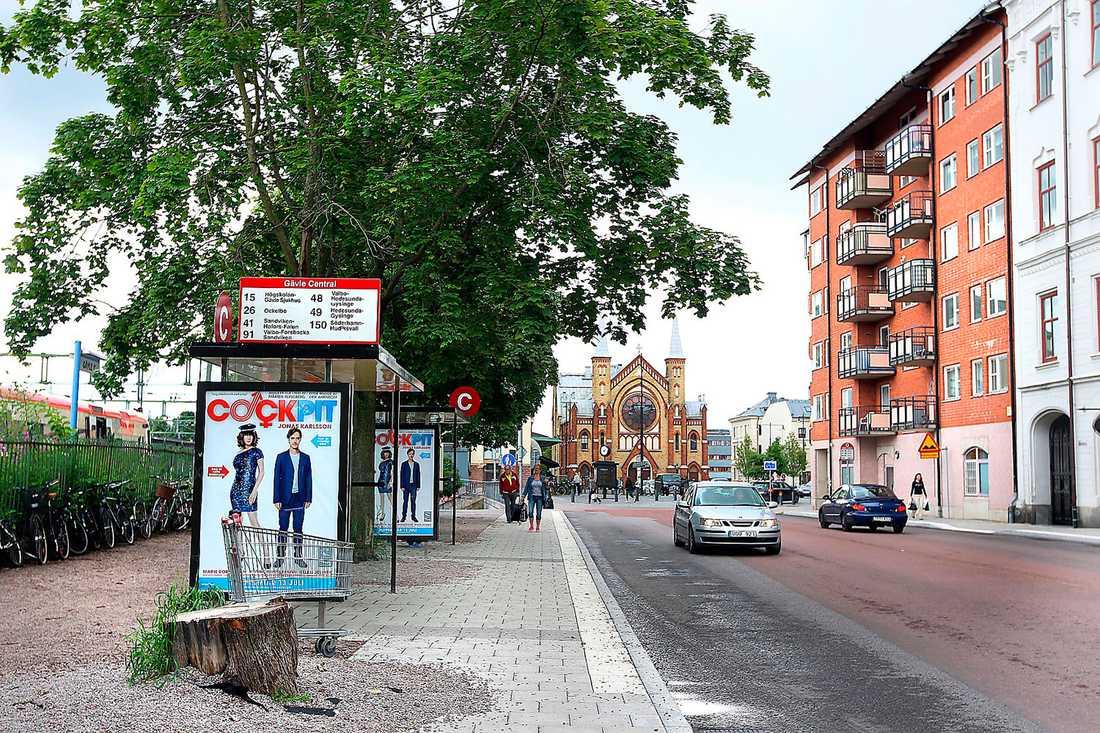 7: Flicka, 16, sexuellt ofredande. Nygatan, centrala Gävle, 2 juli. Mellan klockan 17.30 och 17.50.