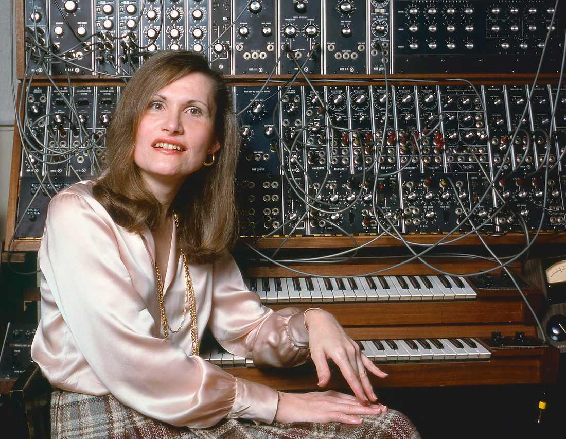 Wendy Carlos i sin hemmastudio 1979. Den kultförklarade kompositören hette från början Walter men bytte kön i samband med genombrottet 1968 då hon och uppfinnaren Robert Moog optimerade Moog-synten.