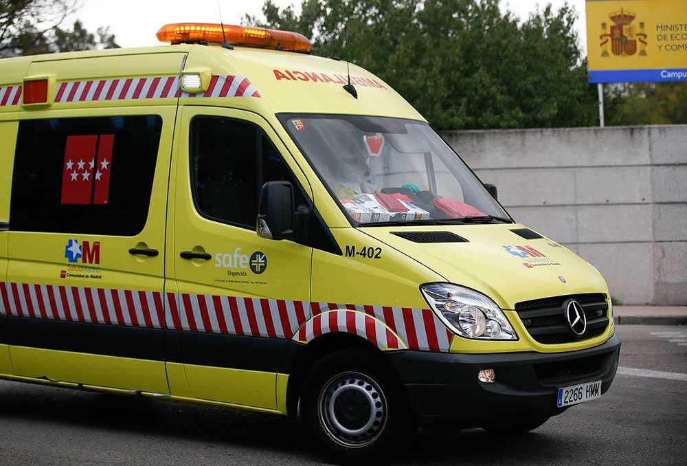 Den misstänkt smittade fördes till sjukhus i ambulans.