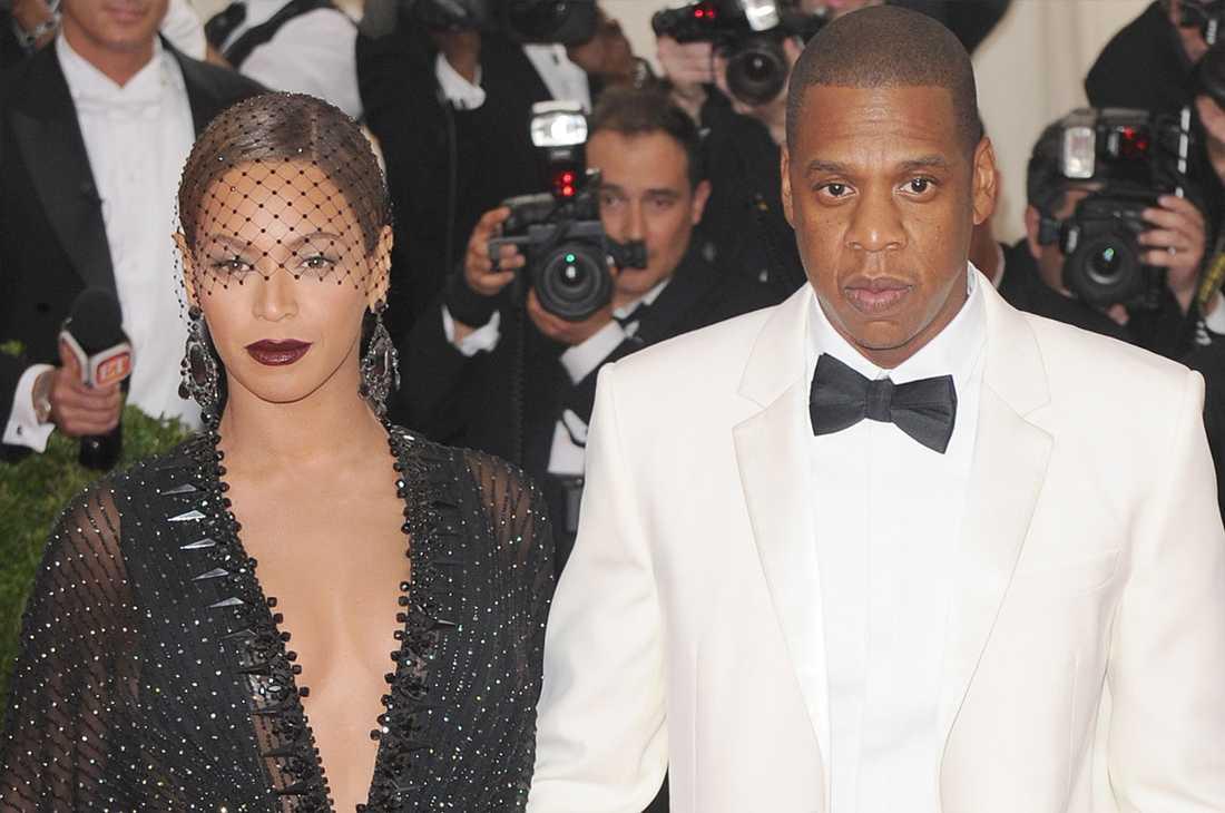 Enligt uppgifter är krisen mellan Beyoncé och Jay-Z total. Paret sägs kommunicera via assistenter, och sover i separata rum.