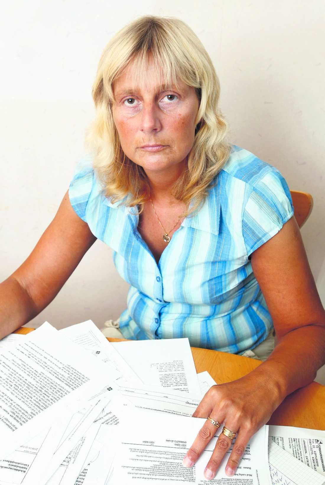Nollklassad I oktober i fjol slog Försäkringskassan plötsligt fast, trots intyg från två läkare, att Catrine Johansson är för sjuk för att jobba. Men hon är för frisk för att få sjukersättning.