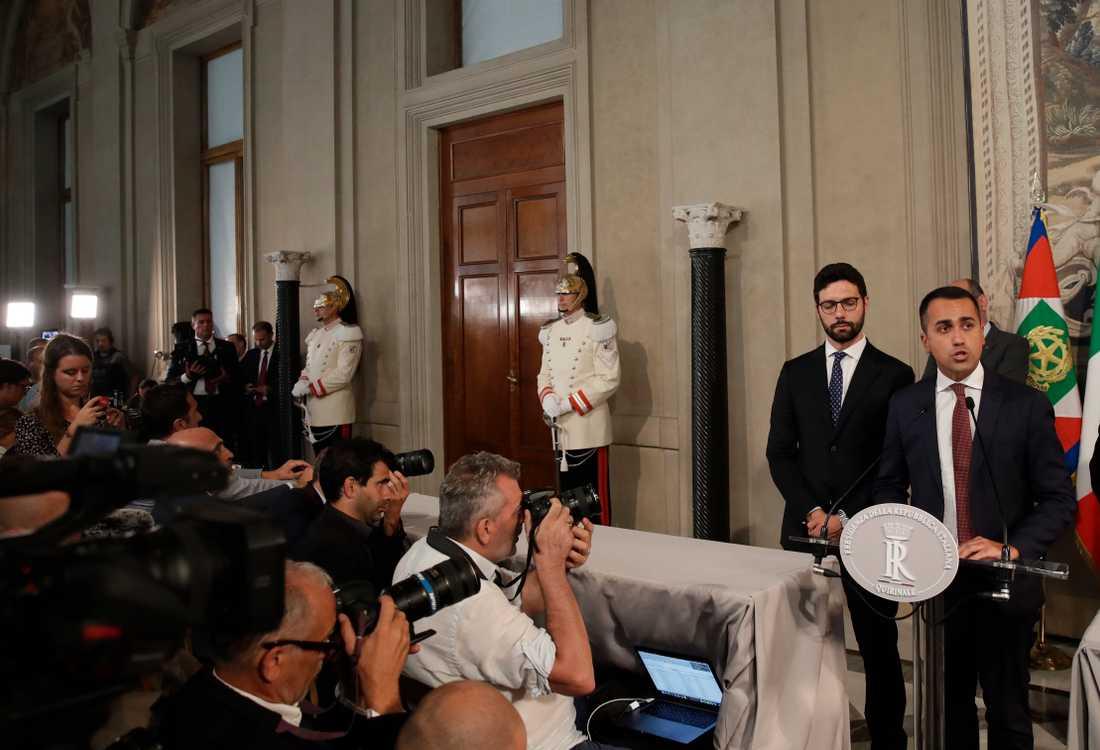 Femstjärnerörelsens ledare Luigi di Maio vill börja förhandla om en ny regeringsbildning.