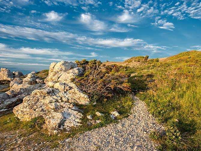 Att vandra på Gotland är magiskt och storslaget.