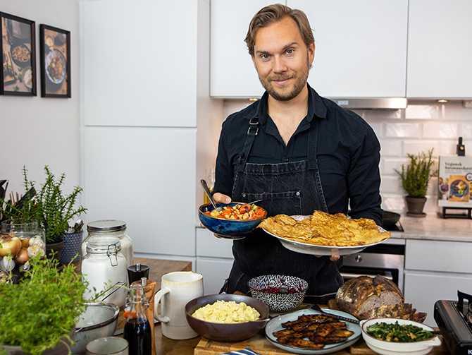 Gustav Johansson lagar vegansk mat i tv-kanalen Godare.