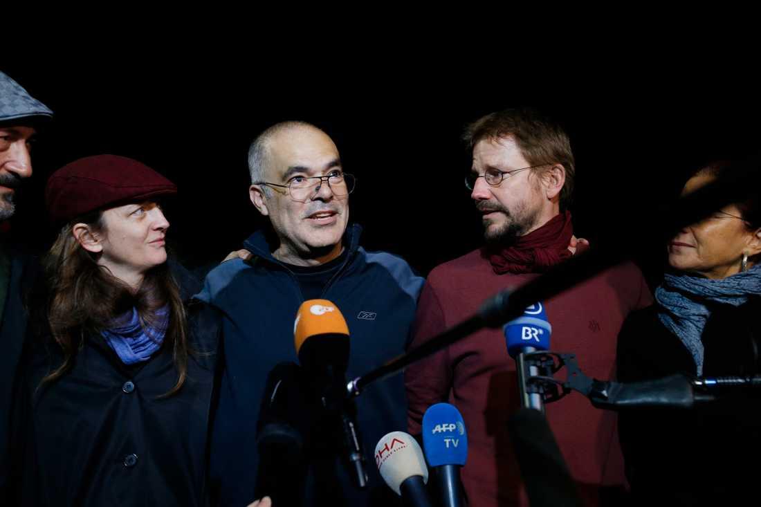IT-konsulten Avi Gharavi och den medåtalade tyske IT-experten Peter Steudtner i samband med att de släpptes ur fängelset mot borgen i oktober 2017.
