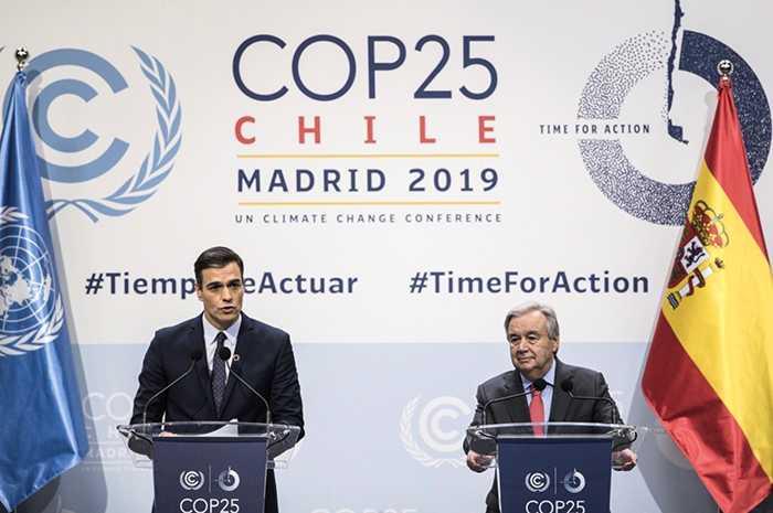 Spaniens premiärminister Pedro Sanchez och FN:s generalsekreterare António Guterres på klimatkonferensen i Madrid.