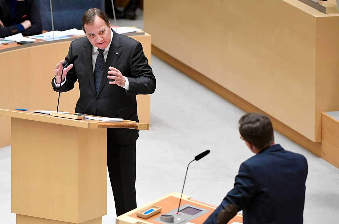 Stefan Löfven och Ulf Kristersson i partieldardebatten i riksdagen.