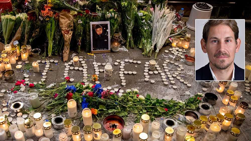 Malmös döda ungdomar förminskas till statister som ska bära partiledarna in i strålkastarnas ljus. Jag skäms som riksdagsledamot över att behöva delta i denna cyniska pjäs, skriver Niels Paarup-Petersen (C).