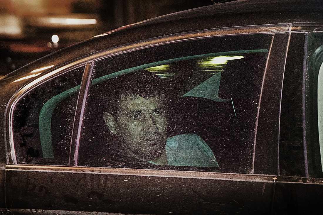 Rakhmat Akilov efter att han gripits, på väg till polishuset på Kungsholmen.