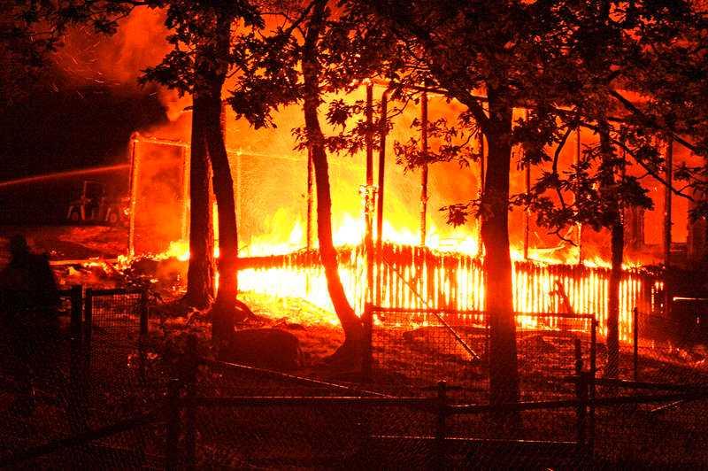 Förskolan brann. Strax före klockan ett i natt sattes Näckrosens förskola i Solna, utanför Stockholm, i brand.