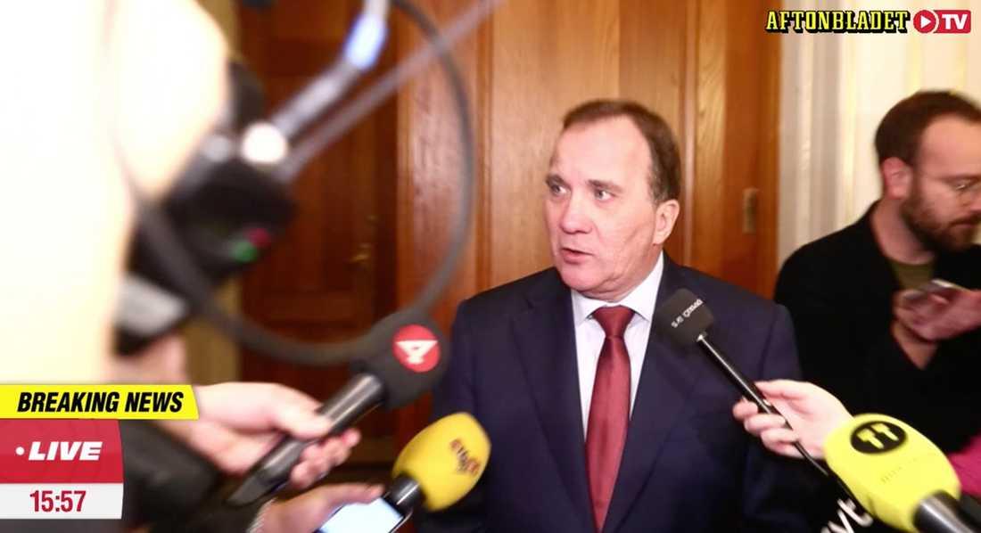 """Stefan Löfven svarar på Lööfs kritik efter Socialdemokraternas gruppmöte. """"Det är ett seriöst bud"""", säger han."""
