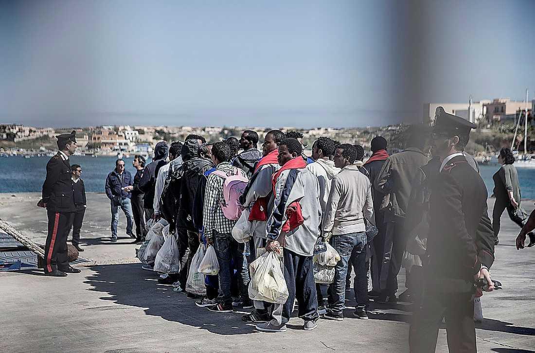 Ön Lampedusa i Medelhavet har blivit en av de första anhalterna för båtflyktingar som flyr från sina liv i Afrika i jakt på en bättre tillvaro i Europa.