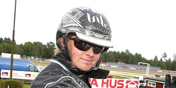 Mattias Djuse kör kvällens V65-spik på Solvalla.