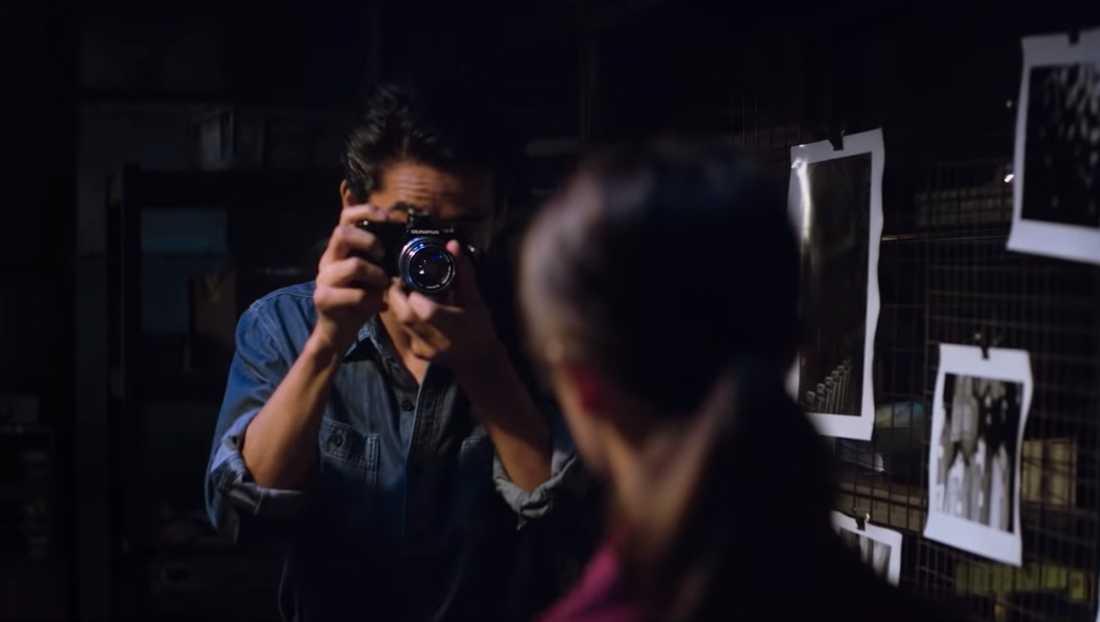 """Naoki Kobayashi och Alicia Vikander i """"Earthquake bird""""."""