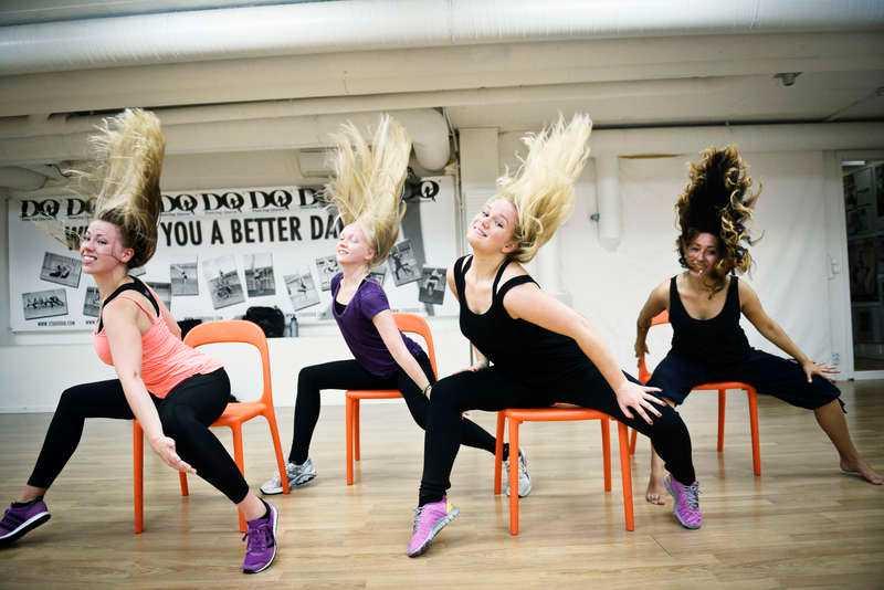 TRÄNINGEN SOM GER DIG STÅPÄLS Hälsas reporter Terese Allert testar tre heta och sexiga träningsformer, här stripaerobics, men också burlesquedans och poledance.