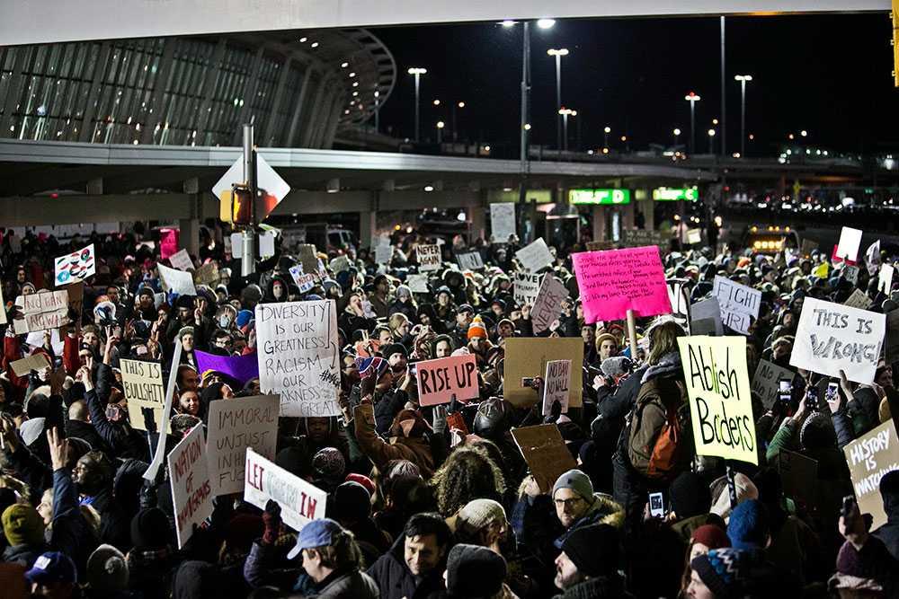 Vad som började på JFK-flygplatsen i New York spred sig senare till ett tiotal andra flygplatser i USA.