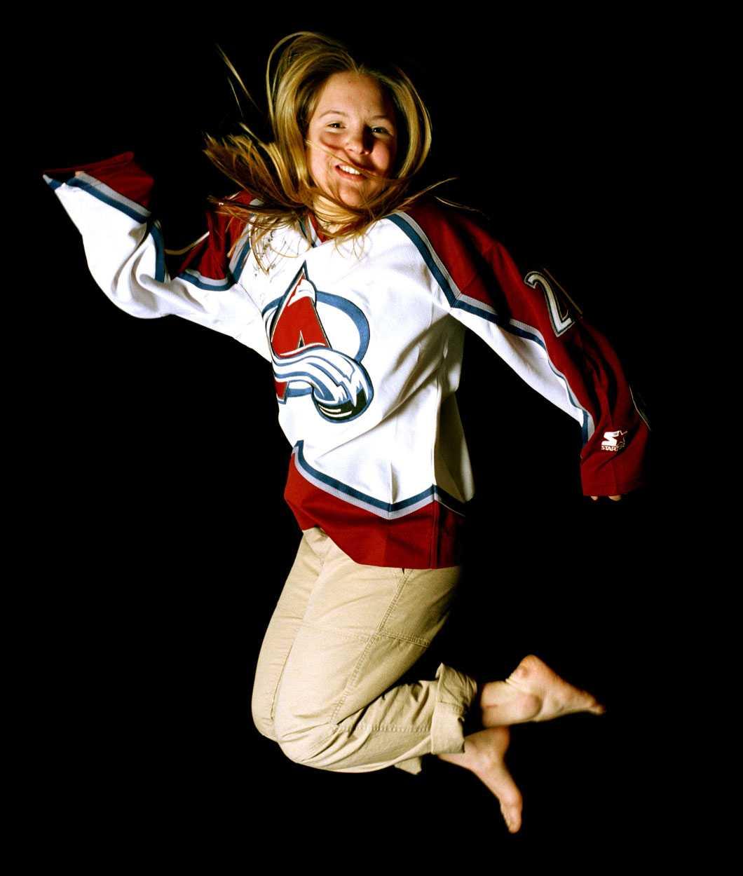 1999 Anja Pärson iklädd amerikanska hockeylaget Colorado Avalanches matchtröja.