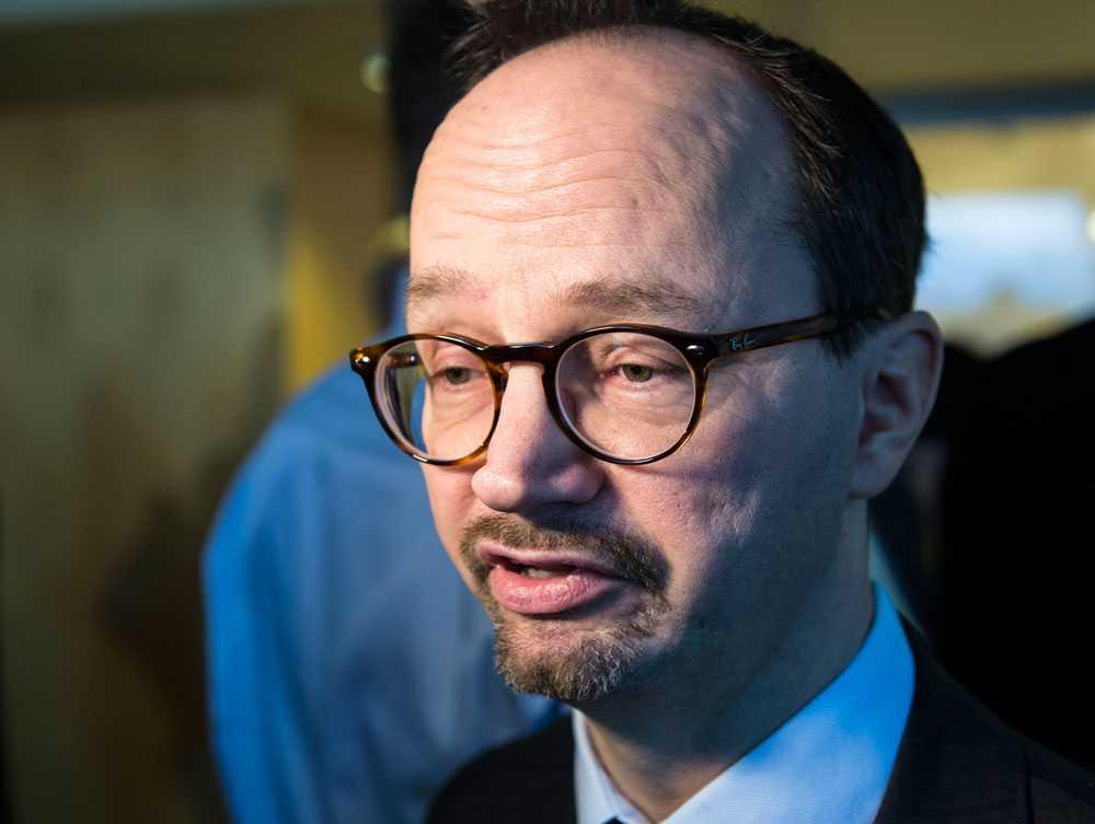 Socialdemokraternas riksdagsgruppledare Tomas Eneroth menar att han inte alls är orolig över att överenskommelsen ska brytas.