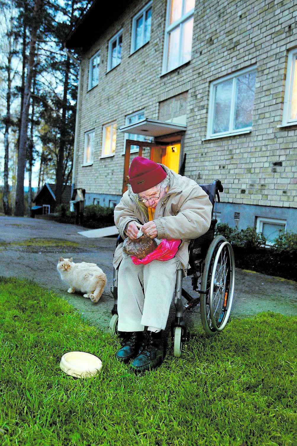 Kommunerna betalar för lite och nu börjar vårdbolagen överge de äldre.