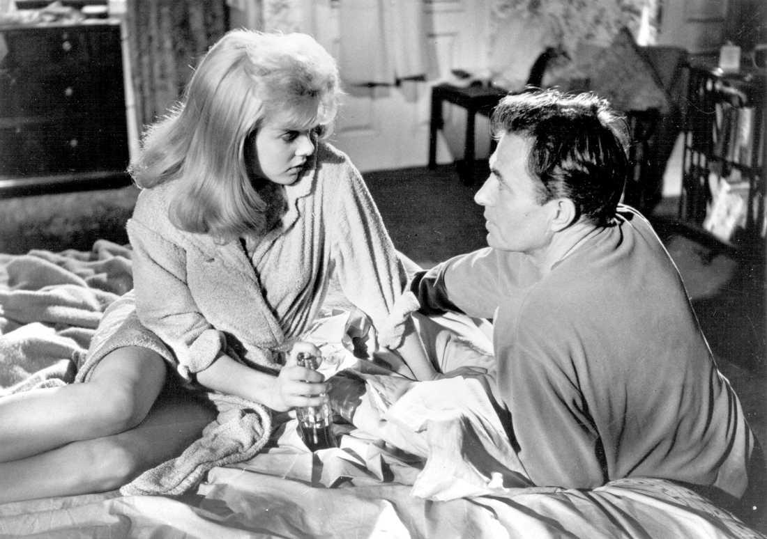 """På film Sue Lyon och James Mason i Stanley Kubricks filmatisering av """"Lolita"""" från 1962. Romanen från 1955 ges nu ut på nytt av Modernista."""