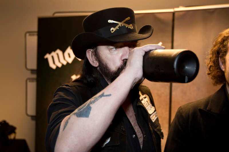 Lemmy Kilmister smuttade på sitt eget Motörhead-vin som ingår i Systembolagets sortiment.