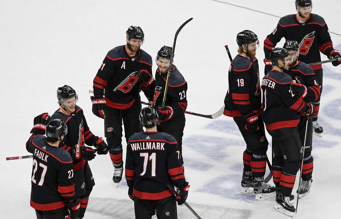 Carolina är klart för konferensfinal efter att ha slagit ut Islanders med 4–0 i matcher.