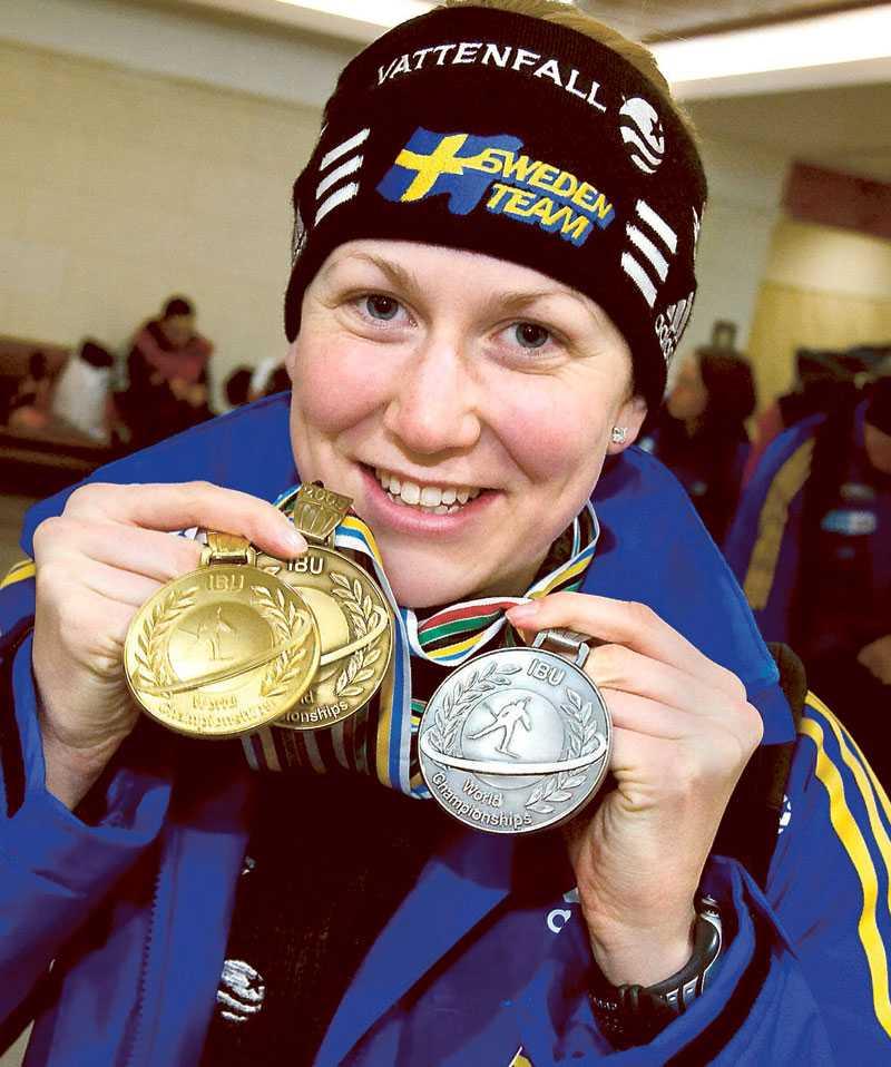 Sportbladet var på plats när trippla VM-medaljösen Helena Jonsson och övriga i skidskyttelandslaget i går kväll svensk tid flög hem från Pyeongchang. Trots att det återstår en del av världscupsäsongen har svenskarna redan siktet inställt på OS i Vancouver nästa vinter.