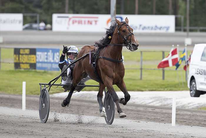 Här vinner Christoffer Eriksson Ulf Thoresen Grand International med Twister Bi.