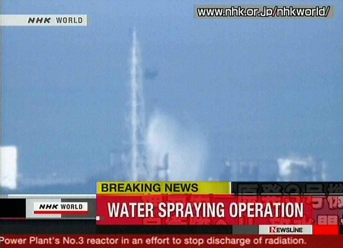 Sent i natt svensk tid började man att vattenbomba reaktor 3 och 4 med havsvatten.