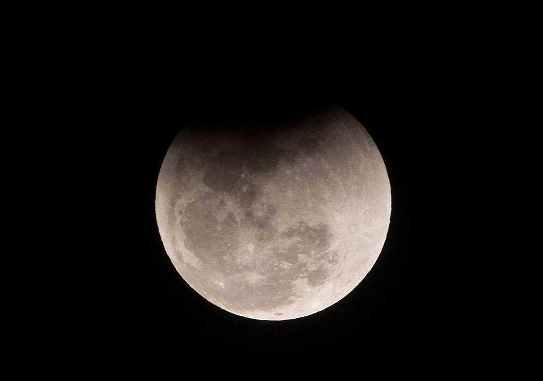 Indien vill bli det fjärde landet i världen som framgångsrikt landar en farkost på månen.