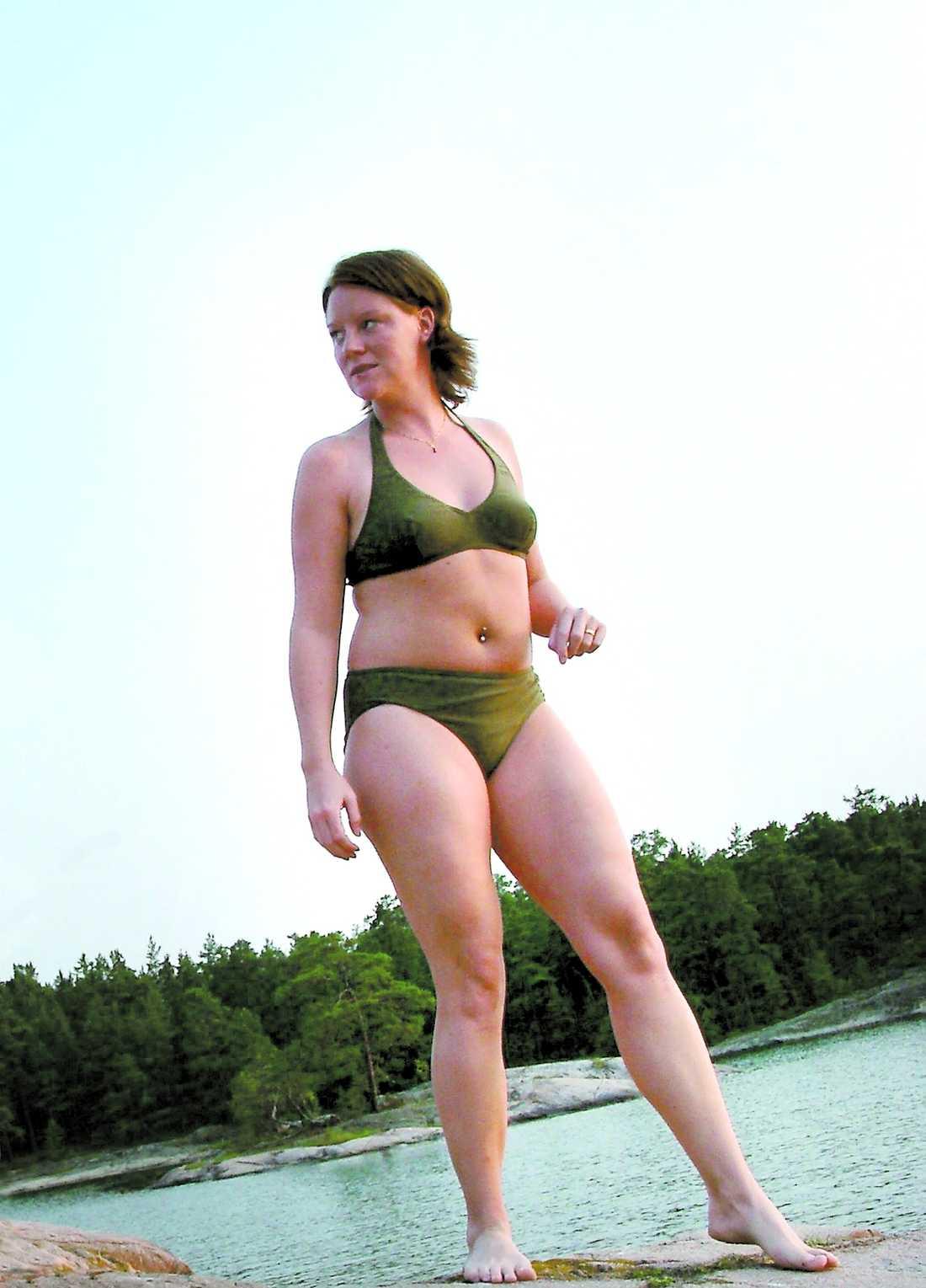 31 juli 2002 Linda, 25, riskerar dödlig bröstcancer av en ärvd gen. Räddningen är att amputera två friska bröst.